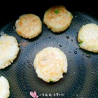 宝宝辅食【鸡蛋土豆泥饭饼】的做法图解9
