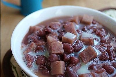 红豆芋头奶香甜汤