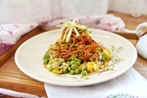 藜麦鸡丝沙拉:减肥也要大口吃肉!