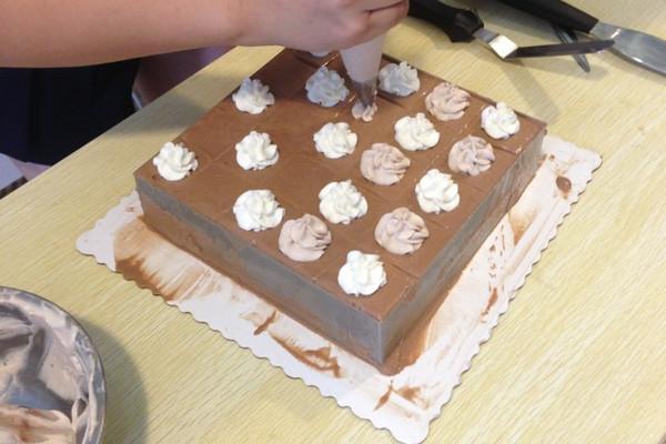 巧克力慕斯蛋糕(7寸)的做法