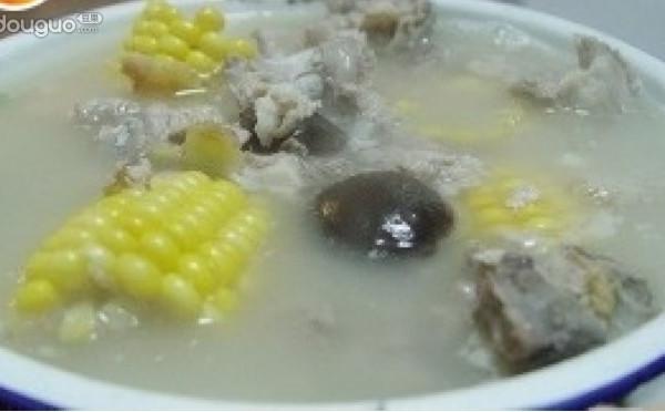 粟米香菇排骨汤的做法