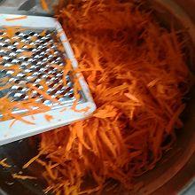 胡萝卜木耳鸡蛋包子
