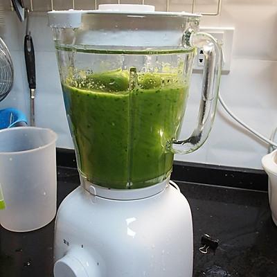 菠菜苹果汁-看着就清爽的做法 步骤3