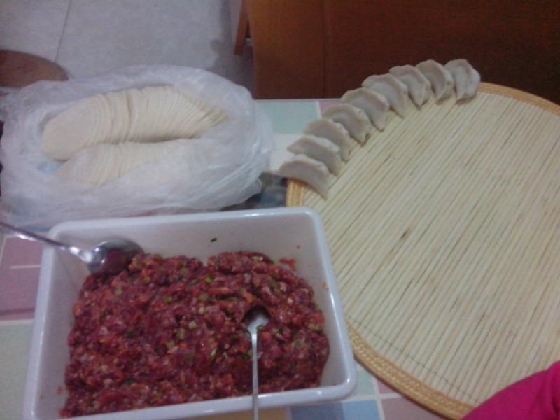 牛肉胡萝卜馅饺子的做法图解2