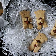 小熊抱杏仁饼干