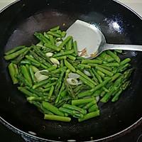 黄金虾仁儿炒芦笋的做法图解6