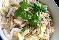 干贝蟹味菇汤面的做法