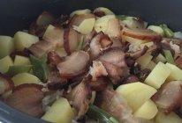 土豆腊肉焖饭的做法