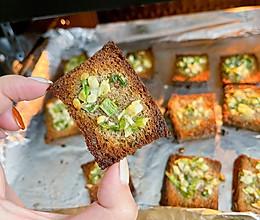 酥酥脆脆的韭菜蒜香烤馍~的做法