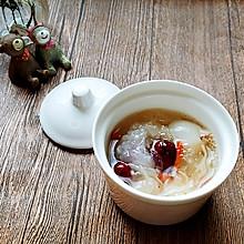 天然滋补品荔枝红枣银耳汤
