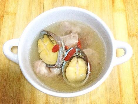 清肝明目鲍鱼煲瘦肉的做法