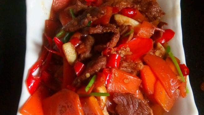 红萝卜炒肉的做法