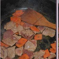 西兰花胡萝卜炒牛肉的做法图解7