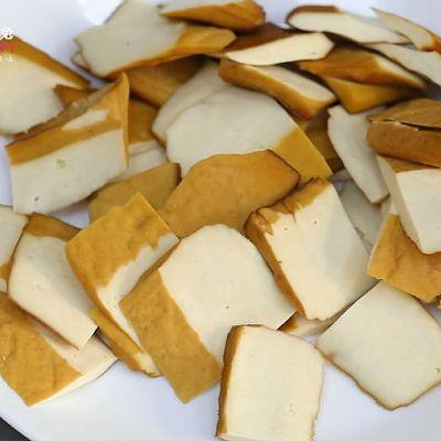 豆瓣香干炒白菜,没有肉也能做得超下饭!的做法 步骤1