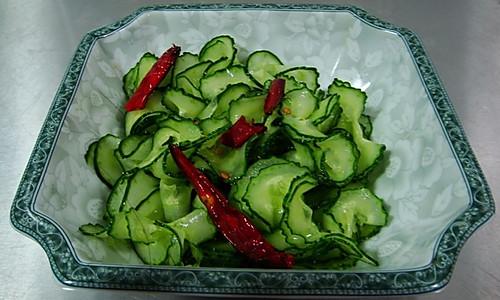 凉拌蓑衣黄瓜的做法