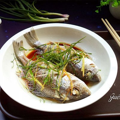 葱油蒸鲈鱼