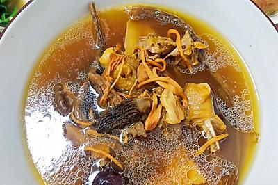 简单美味又滋补的七菌菇老母鸡汤