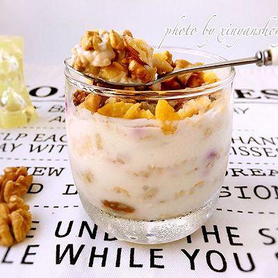 一分钟美味:水果麦片酸奶杯