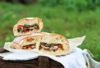 最爱早午餐•布鲁斯酱牛肉烤蔬菜野餐面包的做法