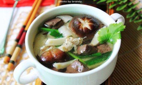 鲜菇猪红汤的做法