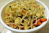 胡萝卜土豆丝鸡蛋炒面的做法