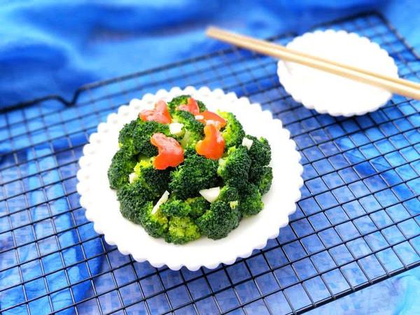 红椒蒜泥西兰花(低脂享瘦美食第一名)的做法