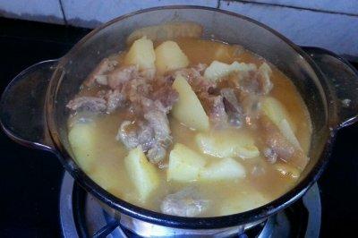 咖喱牛腩土豆煲