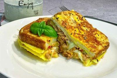 香煎鸡蛋芝士吞拿鱼三明治