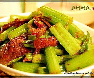 香肠炒芹菜