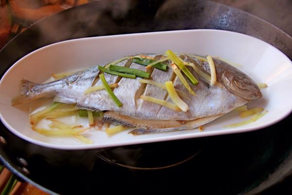#年年有余#v鲳鱼雪鲳鱼的美食_做法_豆果菜谱红菇排骨汤红菇泡多久图片