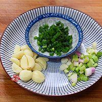 排骨豆芽炖粉条的做法图解3