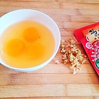 5分钟早餐【榨菜煎蛋】的做法图解1