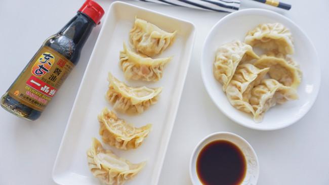 #不容错过的鲜美滋味#玉米鲜肉蒸饺的做法