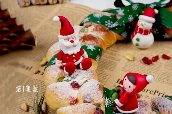 圣诞甜品主角--圣诞花环面包