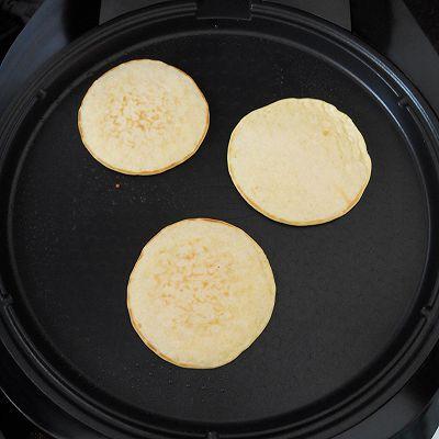 鲜奶玉米饼:利仁电饼铛试用的做法 步骤5