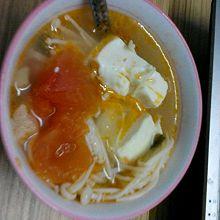 金针菇豆腐番茄汤