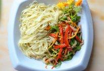 108道面食之二  自制家常青椒肉丝盖面的做法