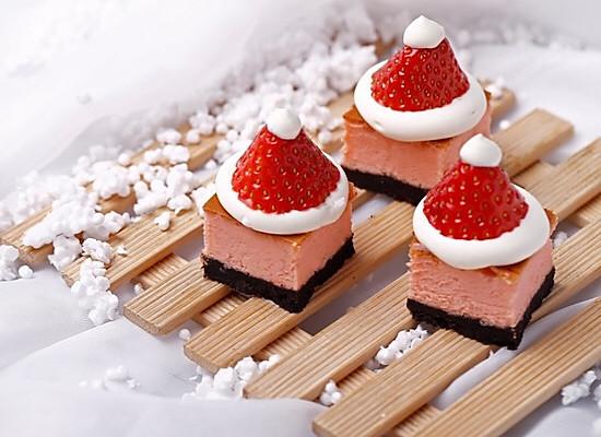 奥利奥草莓芝士蛋糕~绵软香甜的做法