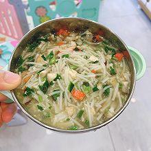 宝宝辅食:豆腐鱼肉香菇红椒空心菜汤面