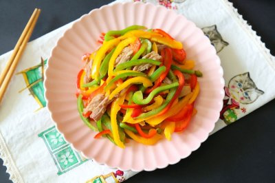 炒彩椒 为春季添抹鲜艳的色彩