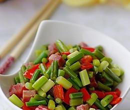 春色满园的蒜苔炒腊丁 —— 春季美食的做法