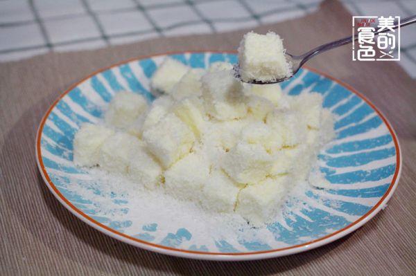 椰丝牛奶小方的做法