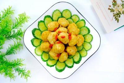 黄瓜炒素丸子,营养美味高颜值。