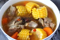 电饭锅版玉米胡萝卜筒骨汤的做法