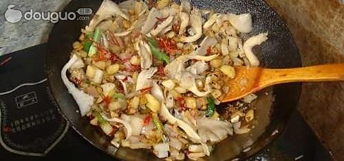 平菇炒年糕的做法