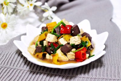 #520,美食撩动TA的心!#双椒烩双色豆腐