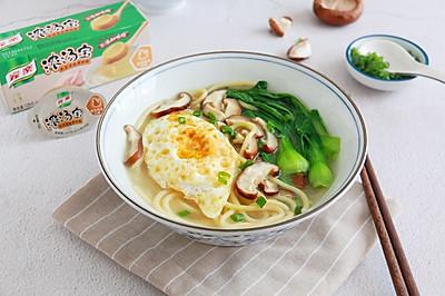鲜蔬鸡汤面