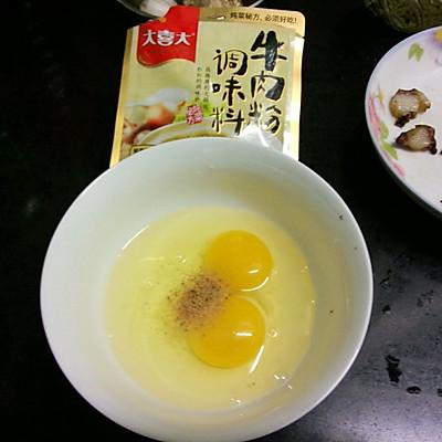 大喜大牛肉粉试用之腊味虾仁蛋炒饭的做法 步骤2