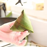 鲜肉鸭蛋黄粽子(内含红豆大枣口味)的做法图解14