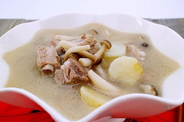 菌菇山药排骨汤的做法